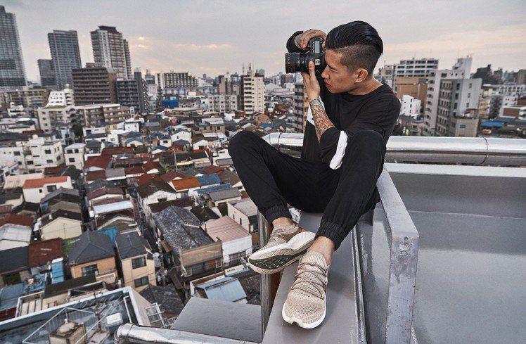 為了演繹Flyroam飛型鞋的特色,Timberland特別邀請了網紅攝影師Si...