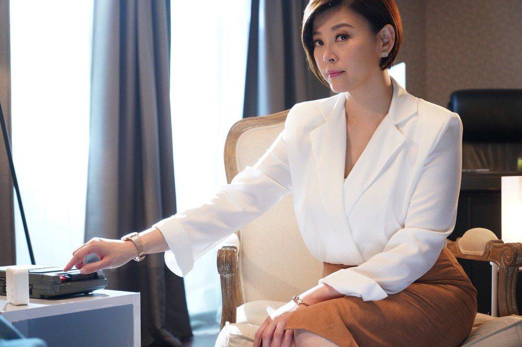 方馨在金鐘劇「薛丁格的貓」飾演心理醫生。圖/民視提供