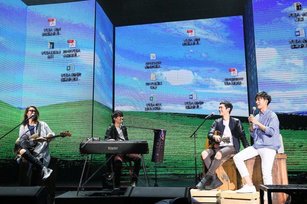 韋禮安(右)當宇宙人嘉賓,4人希望出現藍天、草地、白雲,竟出現Windows桌面