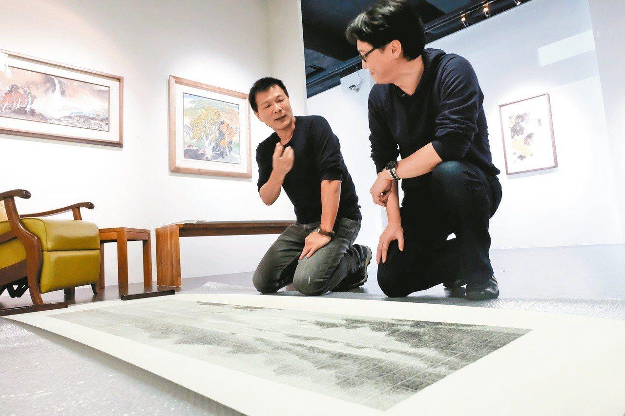 作家蔡詩萍(左)與藝術家李君毅。