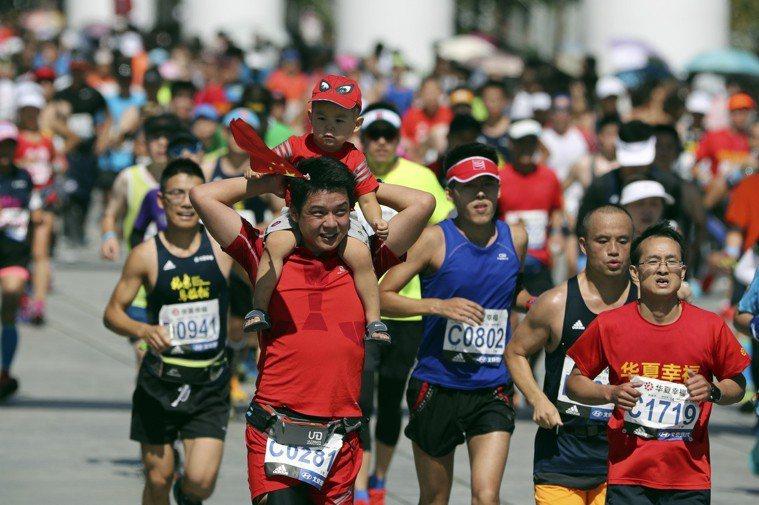 2017北京馬拉松。 中新社