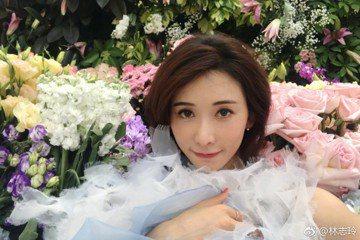 林志玲常常在微博上秀出漂亮自拍照,今日她又秀出一張照片,與一群花朵共同合照,並寫下「有看到我嗎?」讓網友紛紛留言,「花仙子」、「有啊,這麼美膩怎麼會看不到」及「有看到,花美人更美」,但有趣的是底下竟...