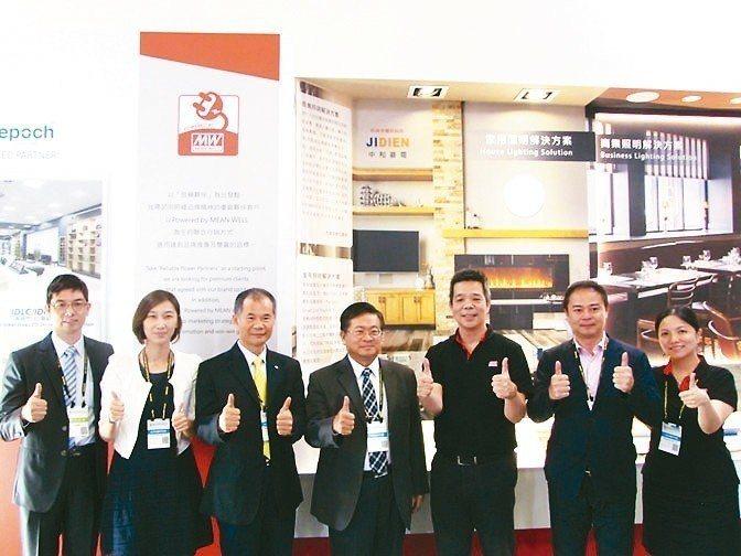 明緯企業「Powered by MEAN WELL」品牌造勢大會,重要客戶出席。...