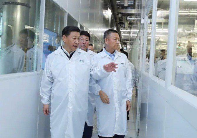 習近平參訪紫光集團旗下長江存儲。 翻攝紫光官網