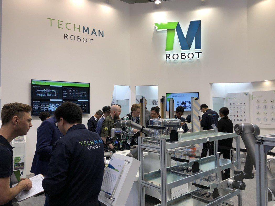 達明機器人攤位吸引眾多來賓參觀。 達明機器人/提供