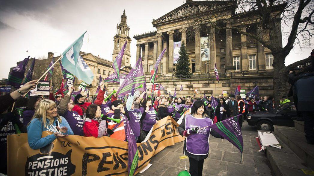 3月份英國高教工會針對資方提出的退休金改革方案發起罷工,動員61校、持續四週,影...