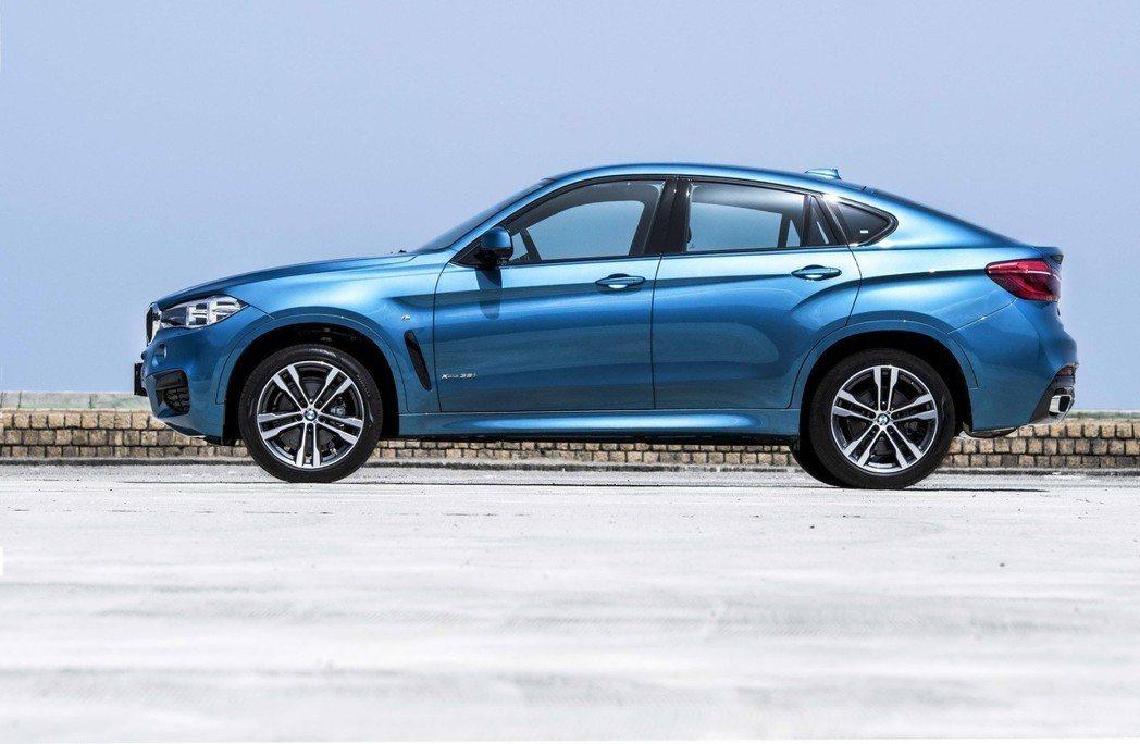 全新BMW X6 M Sport Edition標準配備20吋M款雙輻式輪圈。 圖/汎德提供