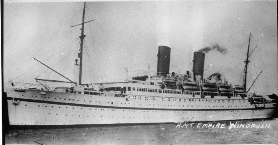 日後成為移民潮起點的「帝國疾風號」。這艘船過去是納粹德國的大西洋客輪「羅莎峰號」...