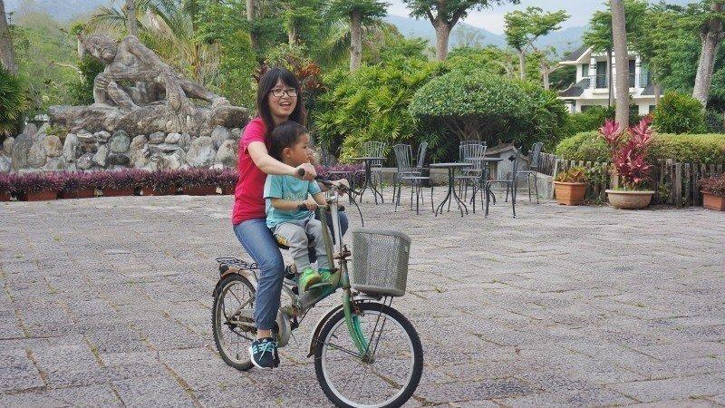 親子共乘的自行車。入住渡假村的旅客可租借使用。 徐谷楨/攝影