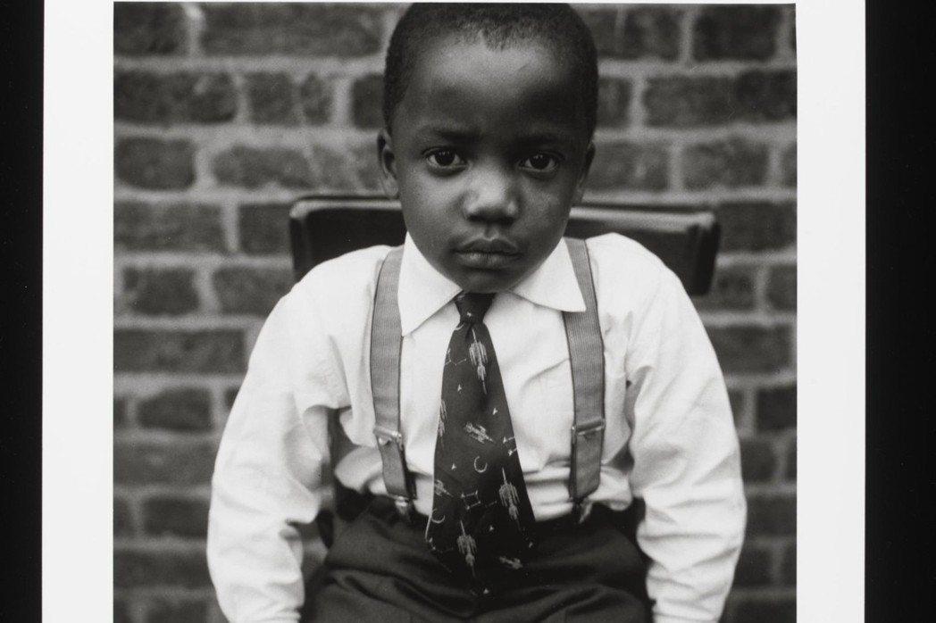 《小男孩寫真》,這是著名攝影師阿爾梅特.法蘭西斯(Armet Francis)眼...
