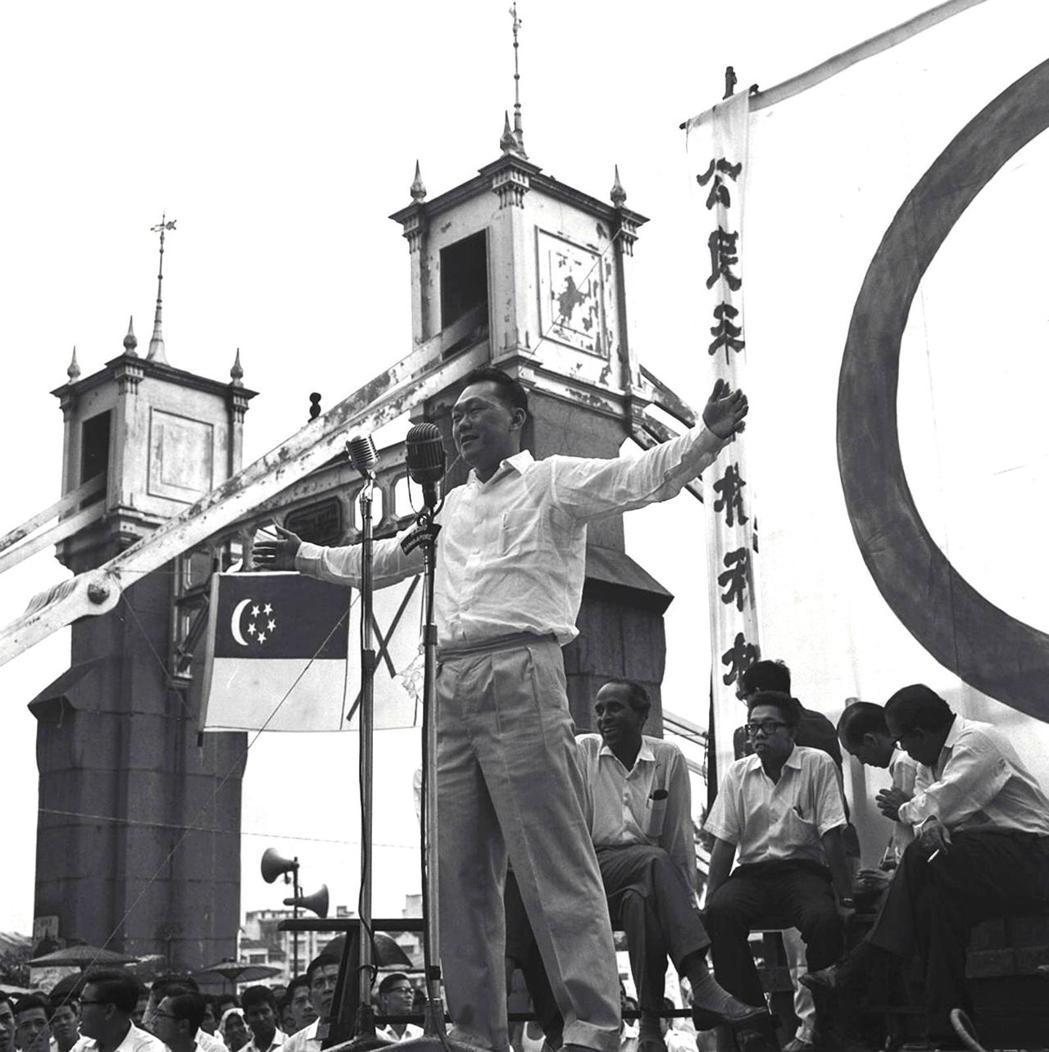 早在新加坡建國初期,建國總理李光耀就呼籲新加坡國人要團結,才能讓這個蕞爾小島從險...