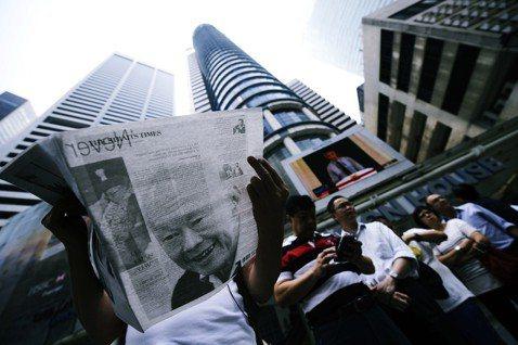 覃炳鑫指控,執政黨人民行動黨就是製造「假新聞」的元老。李光耀政府1960年代的「...