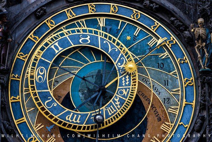 天文鐘。 圖/背包客棧