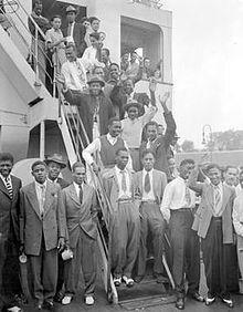 二戰後英國勞工短缺,「帝國疾風號」客輪從加勒比海的大英國協地區載送492名勞工與...
