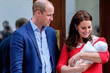 威廉王子與妻子凱特日前喜迎第3胎,同時也歡度結婚7周年,英國王室的肯辛頓宮Instagram也貼出2人當年結婚的照片,並寫下「7年前的今天,謝謝你們所有可愛的祝福」,在這過去7年裡,凱特共為英國王室...