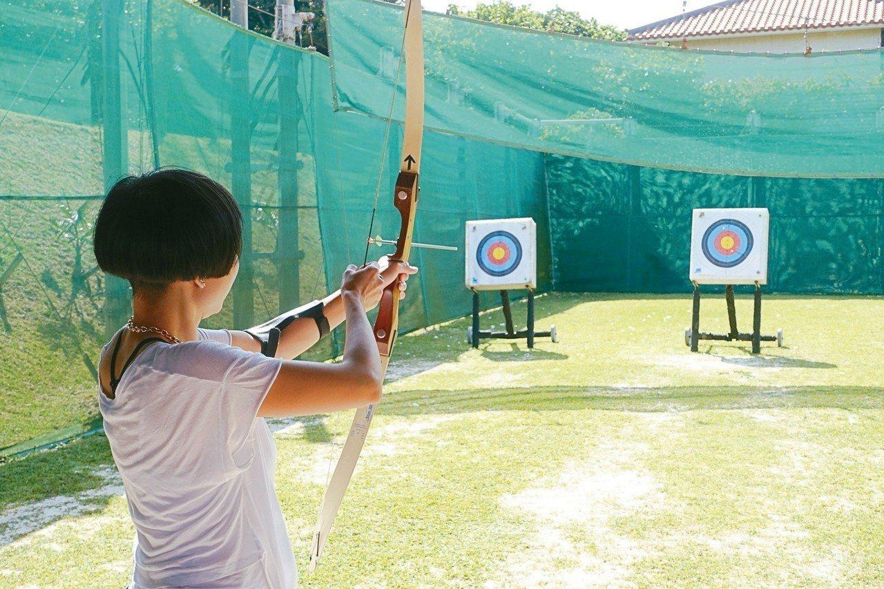 Club Med石垣島度假村內可參加射箭活動。 記者沈佩臻/攝影