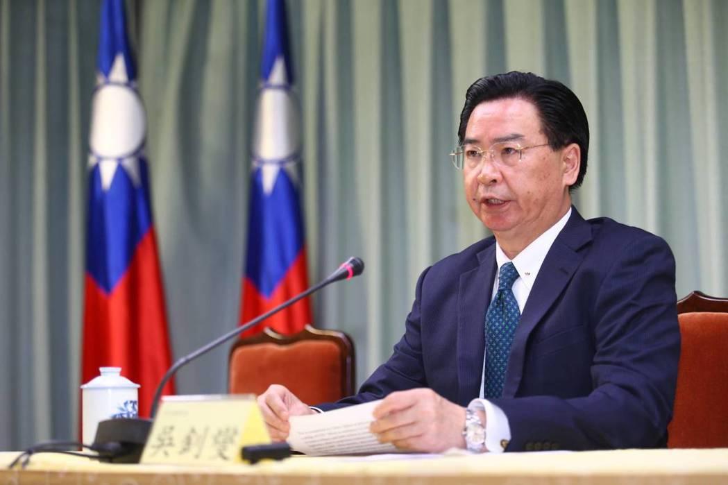 外交部長吳釗燮上午舉行中外記者會抨擊多明尼加與中共建交。記者曾學仁/攝影