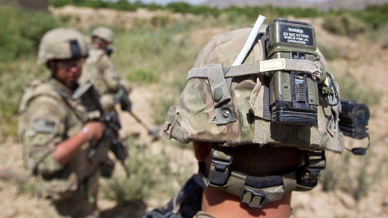 美軍使用配戴在頭盔或防彈衣上的小裝置,來了解戰場上爆炸對腦部造成的影響。 (路透...
