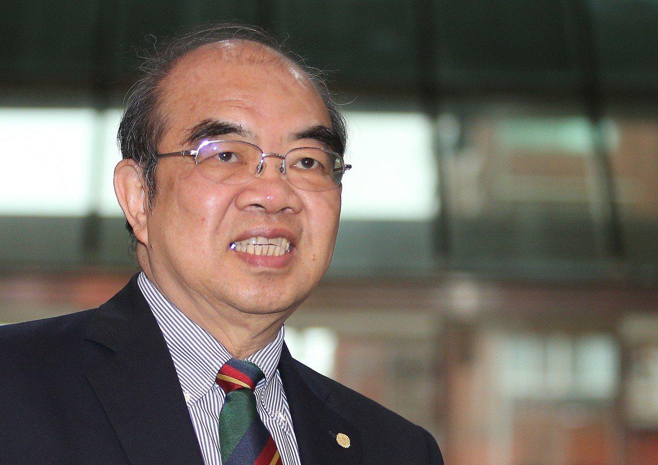 台大物理系主任張顏暉指出,並沒同意取消吳茂昆在台大的演講活動,和校方說法不符。圖...