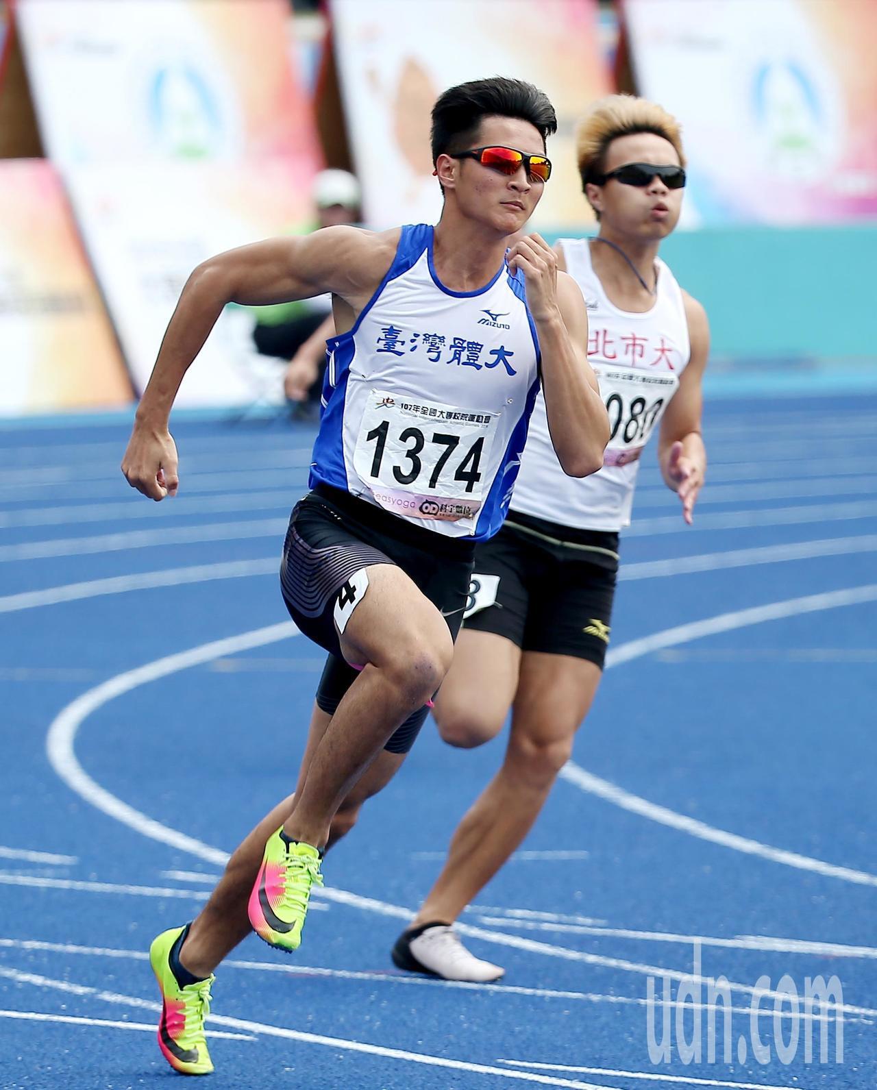 台灣體大王偉旭(前)在公開男生組200公尺預賽以21.92秒分組第一成績晉級。記...
