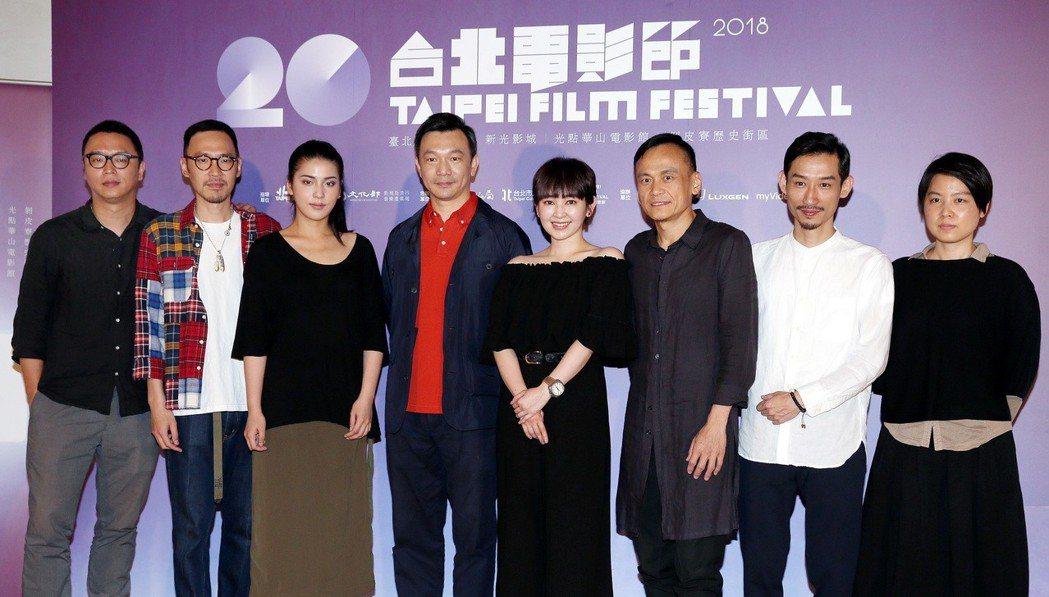 2018台北電影節形象廣告導演黃信堯(左四)、總監沈可尚(左)、策展人郭敏容(右