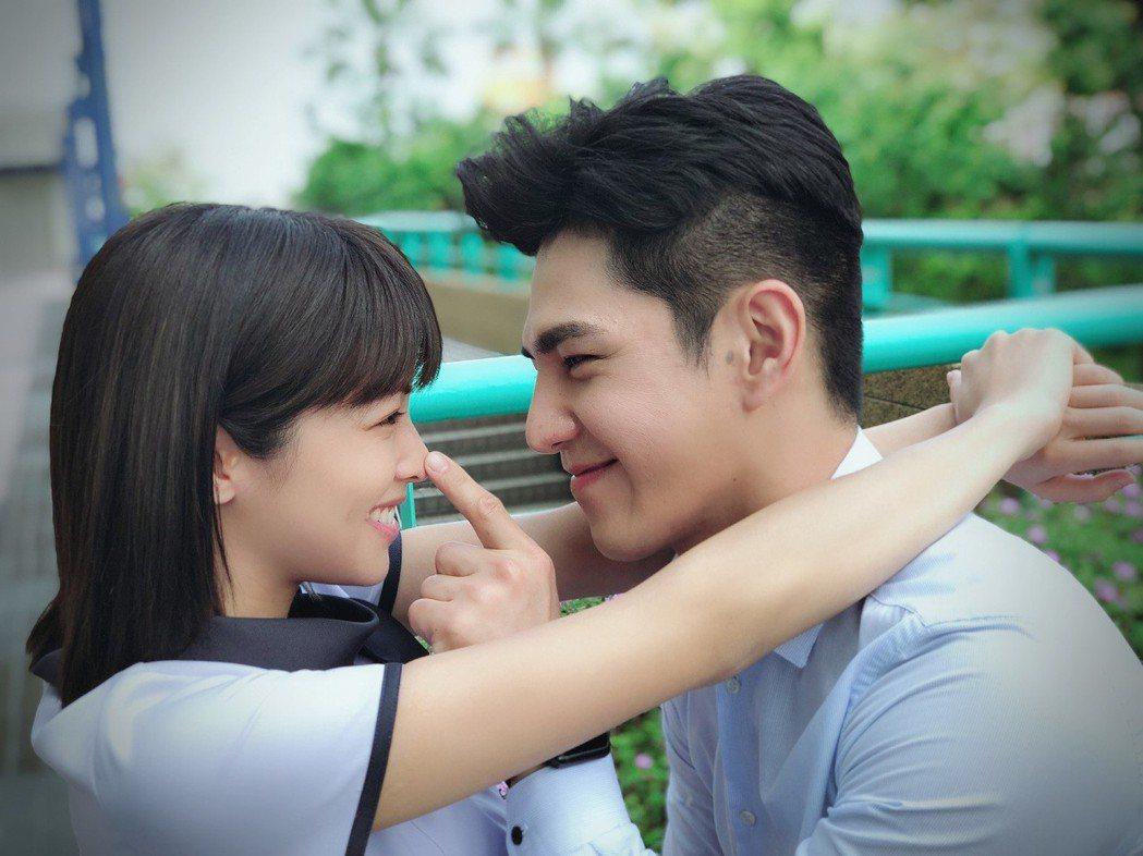 袁詠琳(左)與祖雄在「秘密情人」中有許多親密戲。圖/CHOCO TV提供