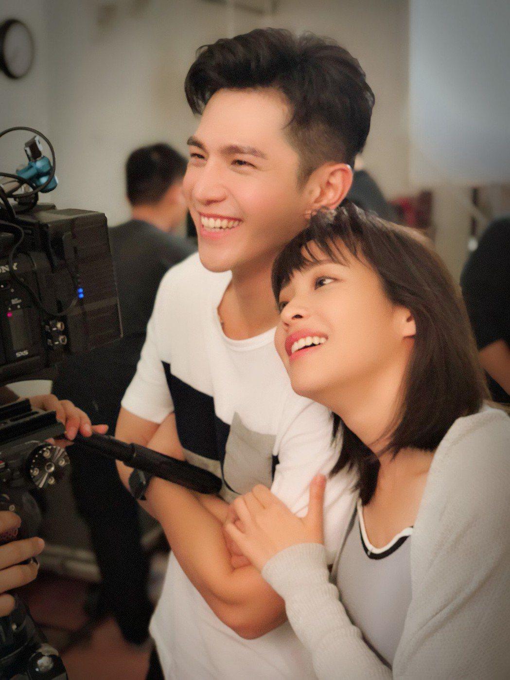 袁詠琳(右)與祖雄在「秘密情人」中有許多親密戲。圖/CHOCO TV提供