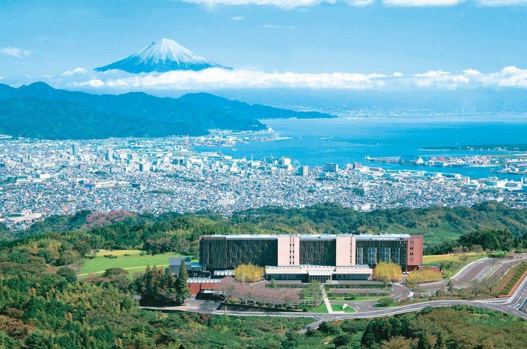 日本民眾認為「一生一定要爬一次富士山」。 圖/有行旅提供