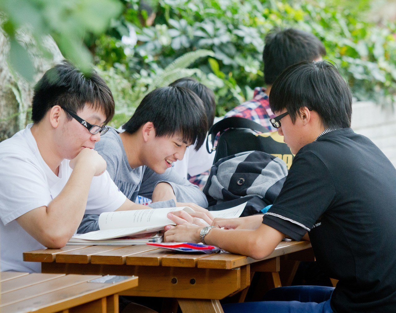 四技二專統測考生把握最後時間看書。聯合報系資料照/記者黃士航攝影
