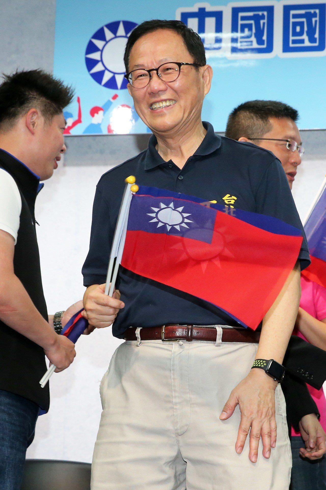 國民黨台北市長候選人初選民調結果上午出爐,結果由前立委丁守中勝出,他表示,除了泛...