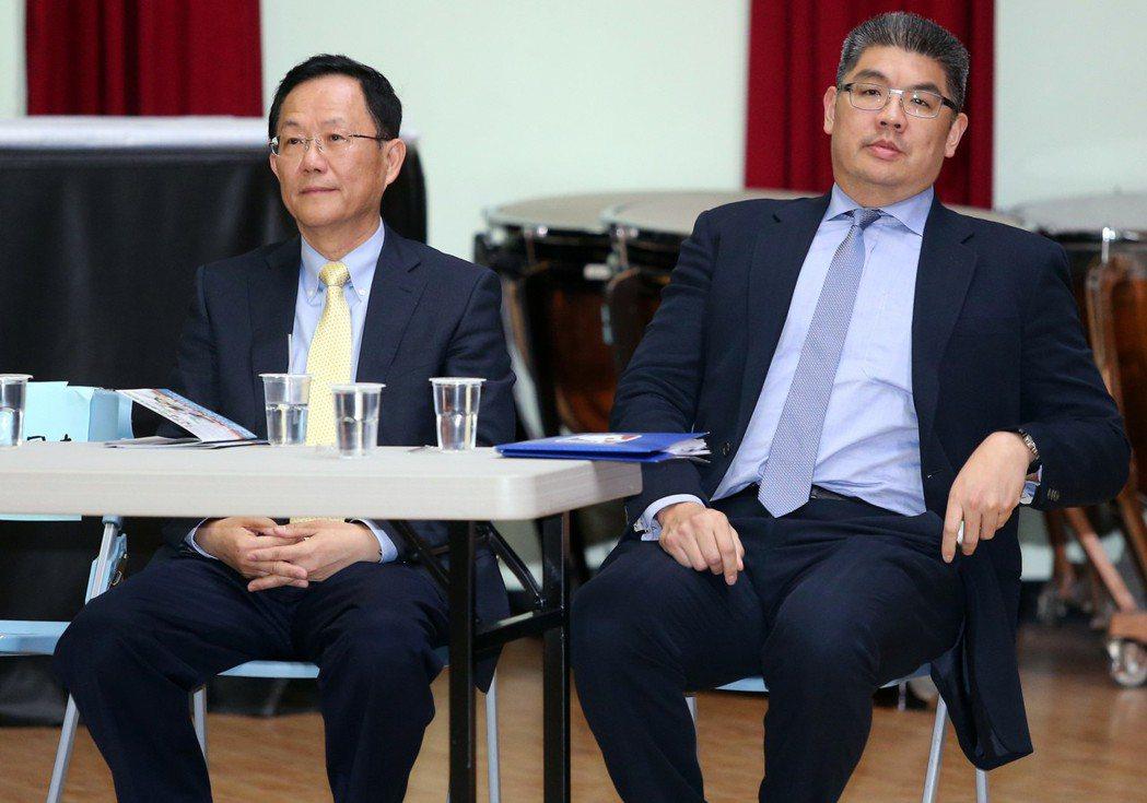 2014年,國民黨台北市長初選,連勝文(右)、丁守中(左)出息政見發表會。