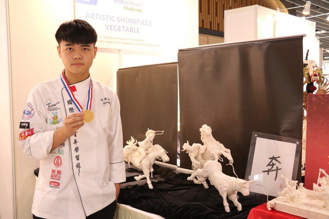 餐旅系學生郭典昀以作品奔奪金 弘光科大/提供。