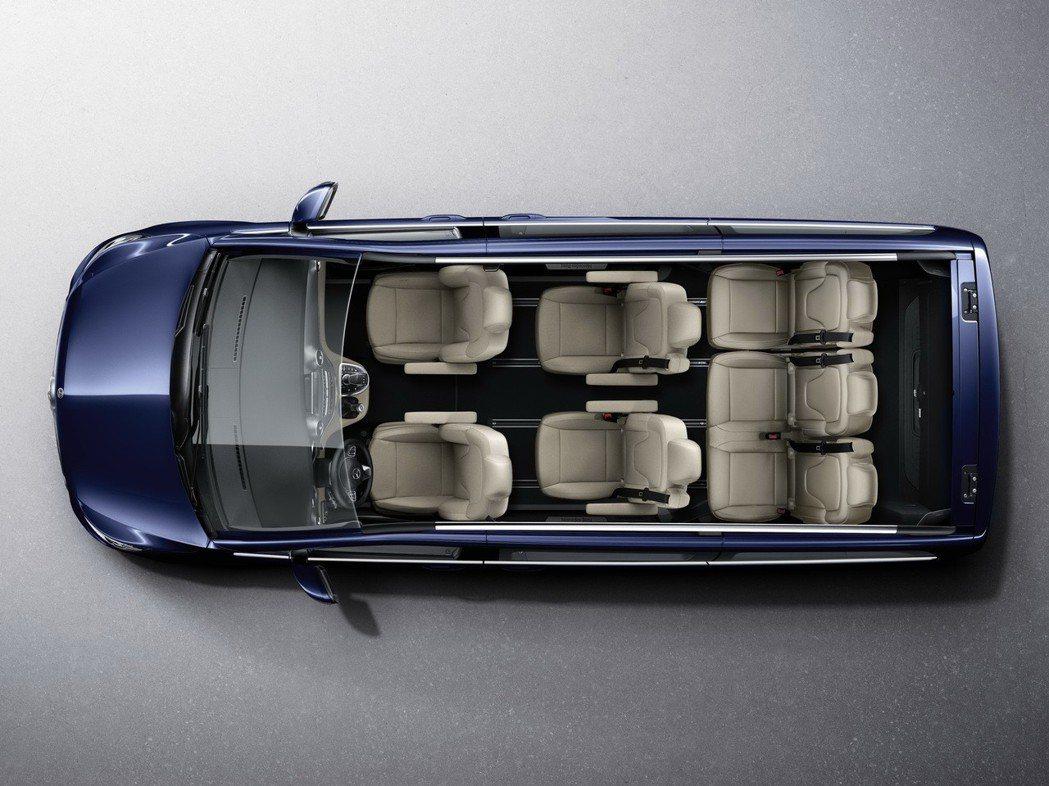 全新的V220d以較短的車身提供不變的室內寬敞舒適空間配置。 圖/台灣賓士提供