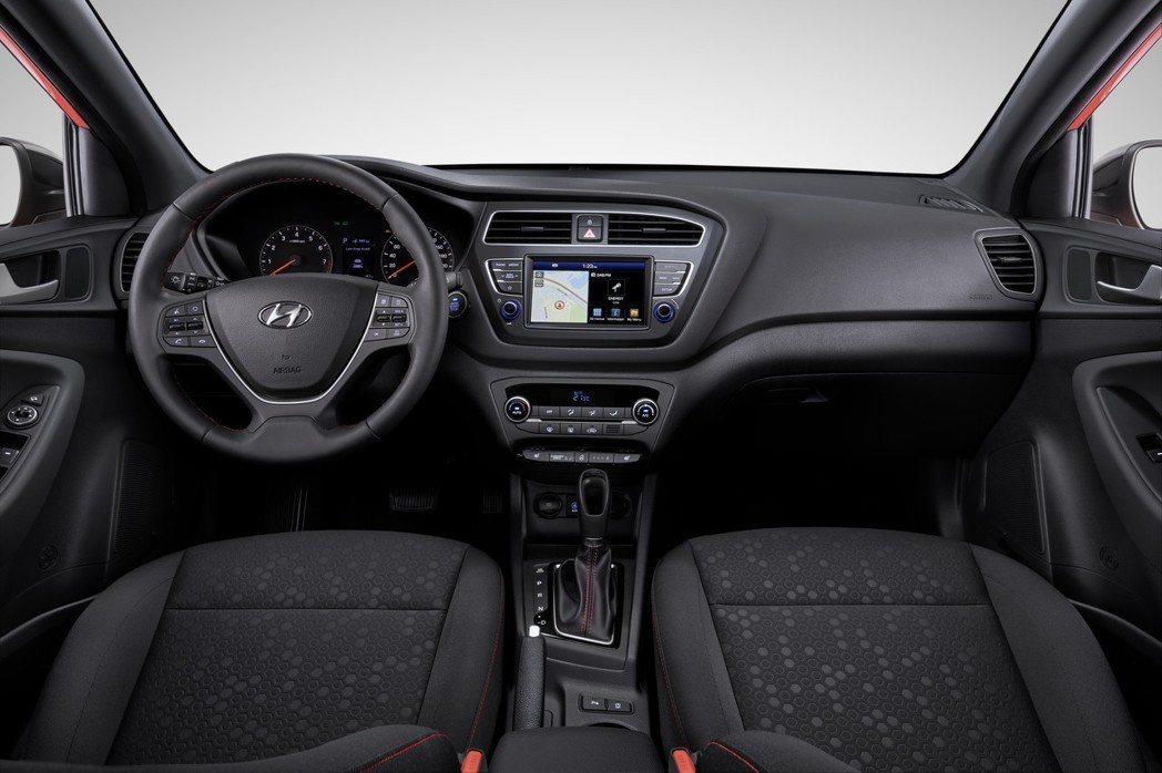 圖為小改款Hyundai i20 內裝。 摘自Hyundai