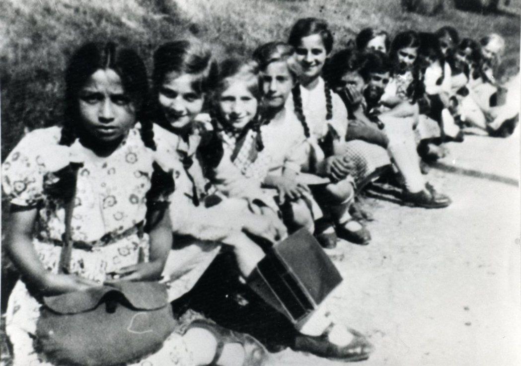 瑞典國家種族生物學研究所所長倫柏格認為,瑞典羅姆人是吉普賽人和瑞典人混血的後代,...