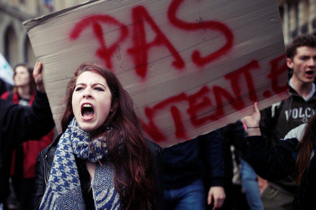 今年4月,法國發生多起「佔領學校」的抗議行動,主要是針對馬克宏3月所簽署發佈的大...
