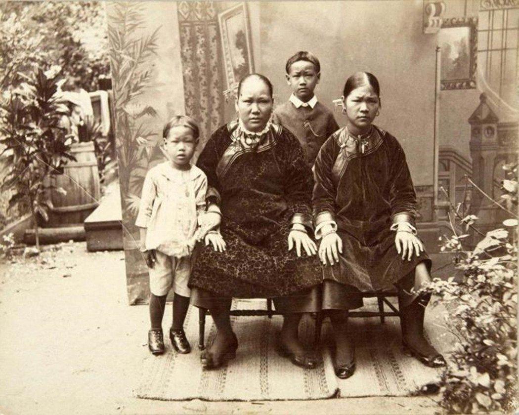 1853年,第一批18名的華裔契約工自香港上船,成為了最早到來蘇利南的華人。 圖...