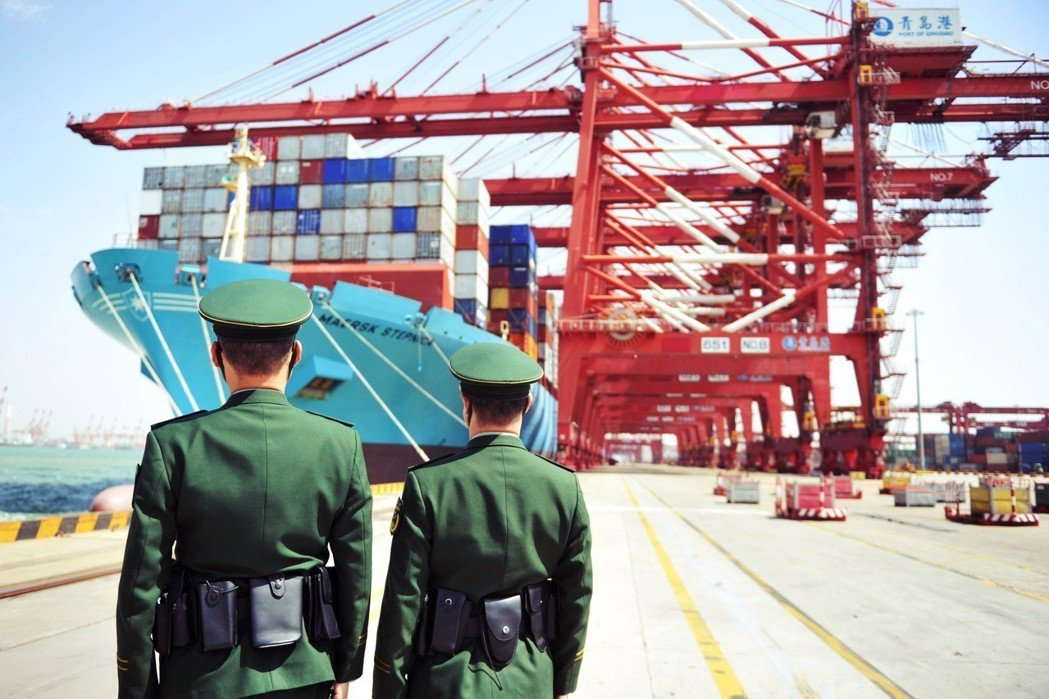 「貿易」的確是造成美國失業率上升的關鍵因素。圖為全球吞吐量前十的中國青島港。 圖...