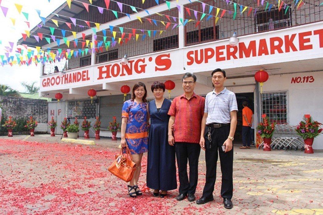 不到20年的光景,華人移民大多已成為蘇利南各地,如雨後春筍般冒出的大型超級市場主...