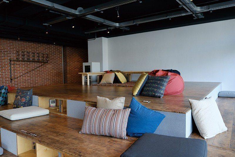 友趣背包客房600~700元起/床位/以紅磚牆、木造建材打造背包客房,獨立床位空...