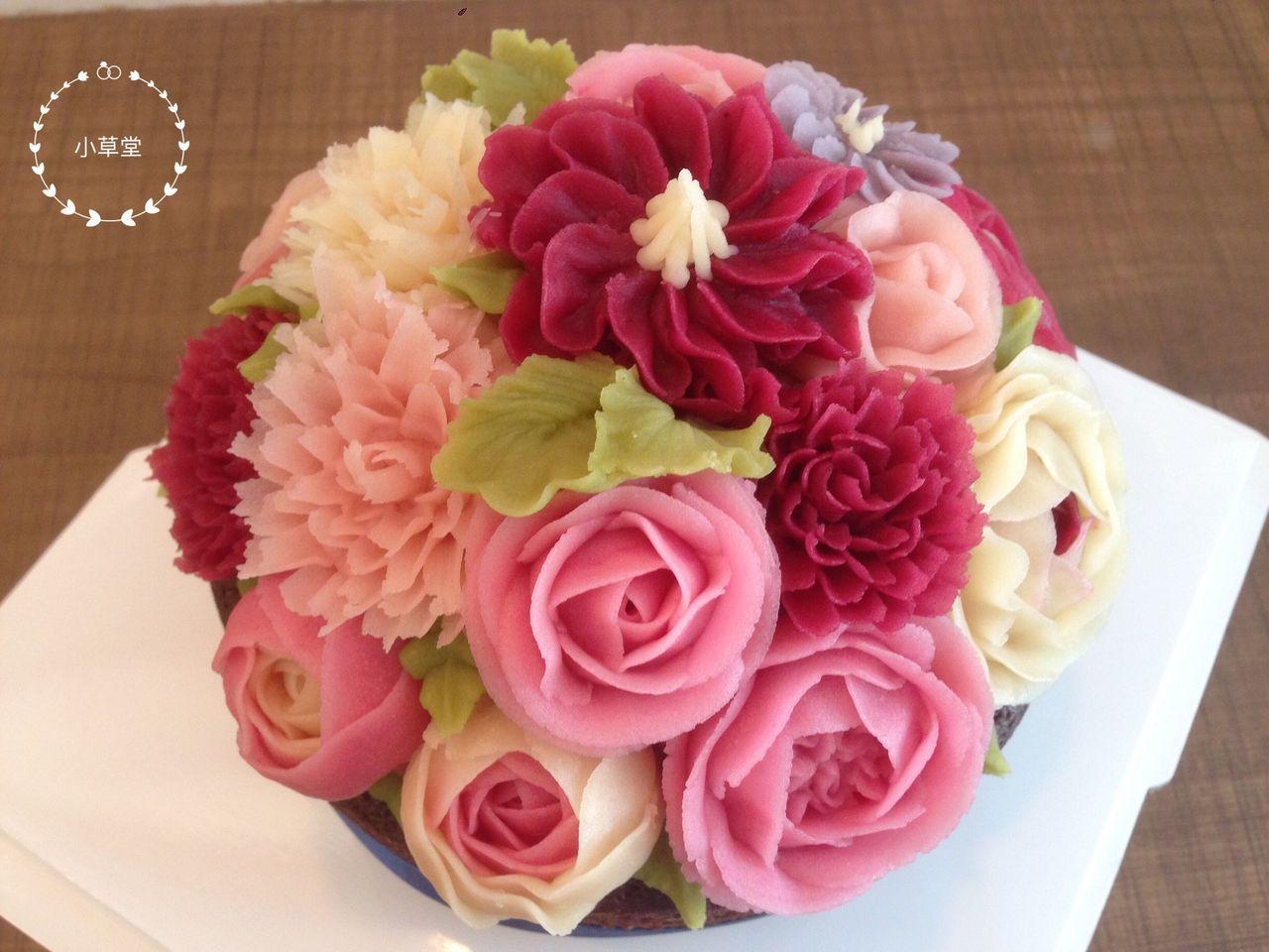 小草堂「凡爾賽玫瑰豆乳霜擠花蛋糕」。圖/遠東百貨提供