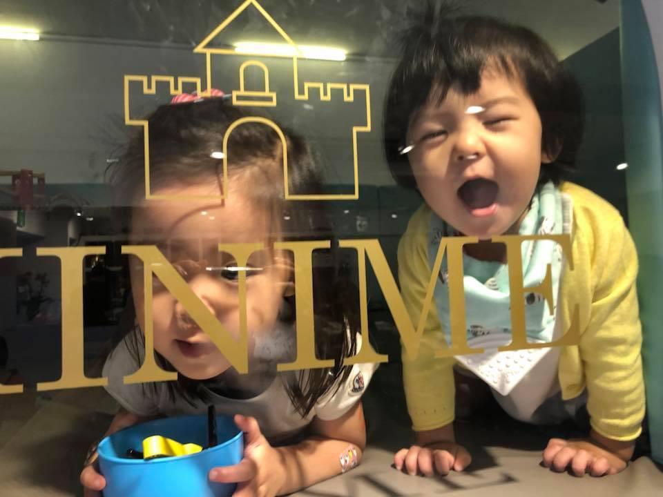咘咘與BO妞遺傳媽媽喜劇魂。圖/摘自臉書