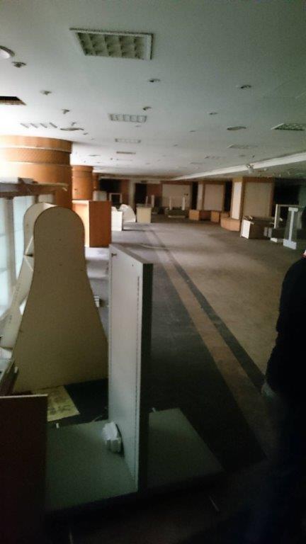 尖美百貨4、5層中112個櫃位,昨被以2235萬元拍出。記者林伯驊/翻攝
