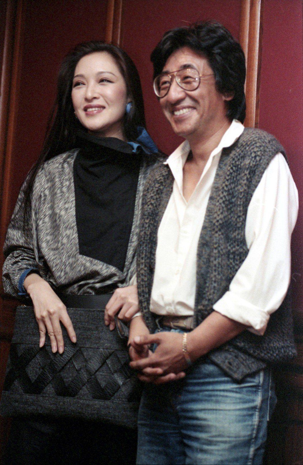 1983年「亞太影展頒獎典禮及亞太之夜」,胡茵夢(左)與孫越(右)。圖/聯合報系...