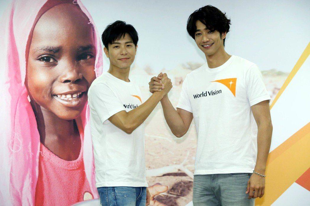 劉以豪(右)、韋禮安擔任世界展望會第29屆飢餓30代言人。記者林俊良/攝影