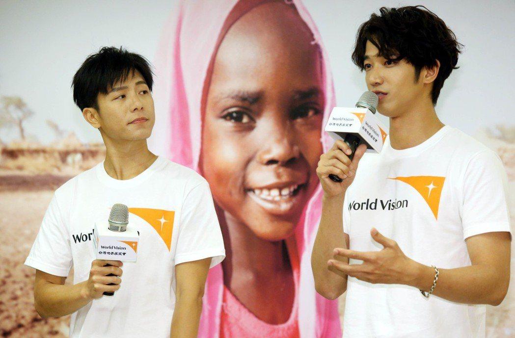 劉以豪(右)、韋禮安擔任世界展望會第29屆飢餓30代言人,,號召飢餓勇士,捐款及...