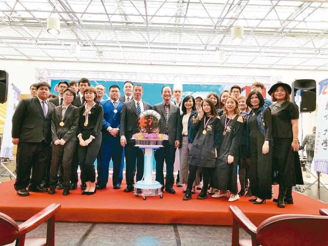 台北城市科技大學今天頒發「城市之光」予獲獎學生。 台北城市科技大學/提供