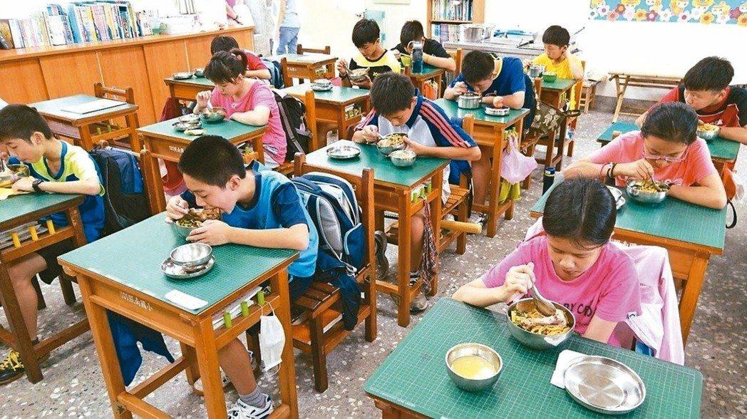 未來12年國教新課綱將採議題方式,將食育融入教學,提升孩子「食育力」。圖/報系資...