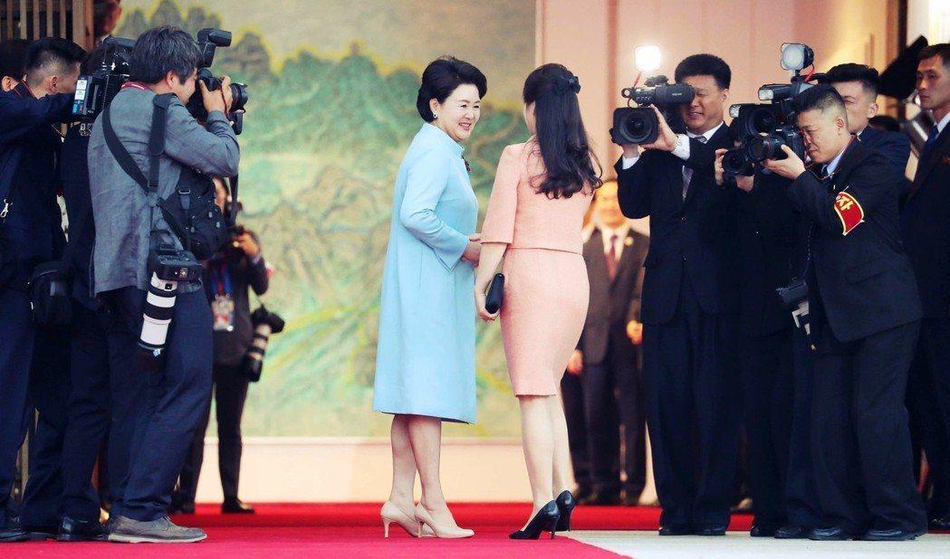 金正淑對李雪主,這也是南北韓史上,首次的「第一夫人外交」。 圖/兩韓峰會共同採訪...