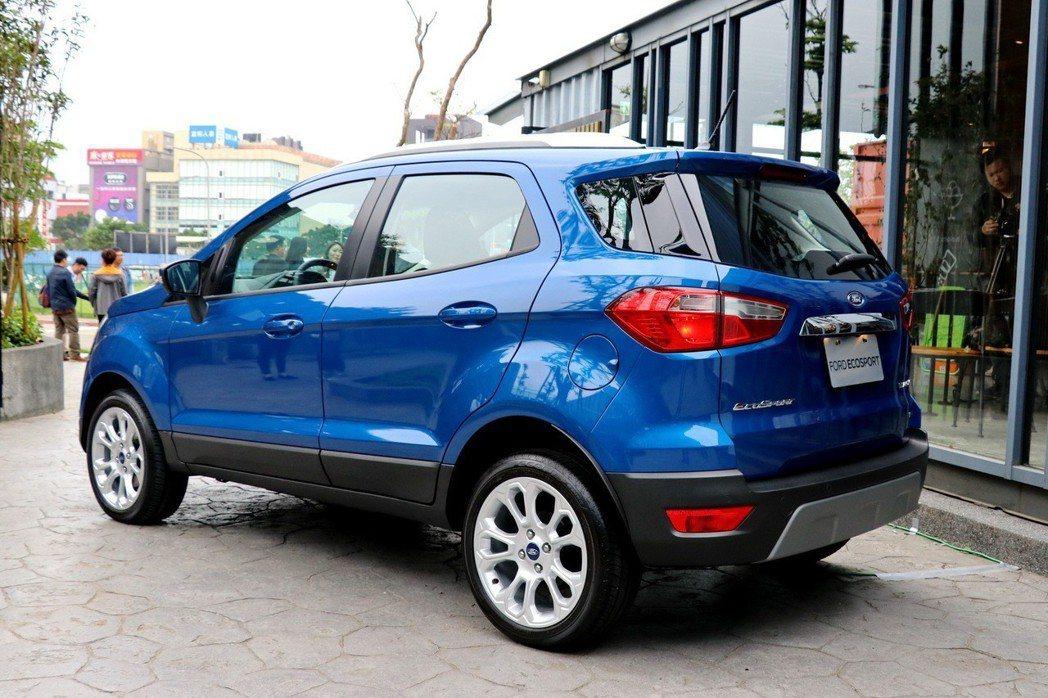 Ford EcoSport以209mm離地高搭配緊湊的車身設計,適合在繁忙都會穿梭並可輕鬆穿越多樣路面。 記者陳威任/攝影